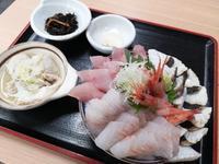 富山で海鮮三昧~氷見漁港食堂の氷見浜丼はんさ盛り - 腹ペコ旅日記