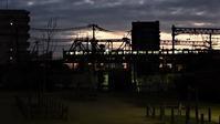 藤田八束の貨物列車写真@早朝夜明け前に貨物列車写真挑戦、阪急電車と貨物列車がコラボやっと撮れました・・・JR貨物と阪急電車がコラボ - 藤田八束の日記