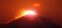 冬至間近の富士山頂への日の入り - しらこばとWeblog