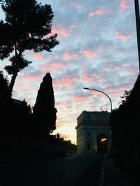 ピンクの夕焼け - ローマの台所のまわり