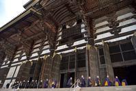 大仏殿にて - 東大寺が大好き