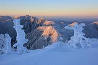 朝焼けの頂上山上ヶ岳 - 峰さんの山あるき