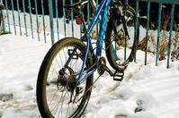 雪上用タイヤの自転車とステッキ用スパイク - 照片画廊