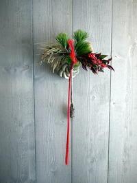 お正月飾り玄関ドア用。「水引の長いタイプ」。簾舞にお届け。2020/12/26。 - 札幌 花屋 meLL flowers