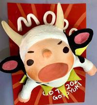 闘牛のつもりの乳牛の被り物の子供 - 図工舎 zukosya blog