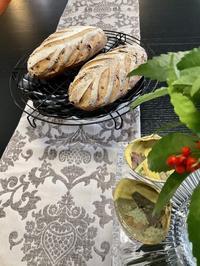 『ナッツのチーズワインブロート』 - カフェ気分なパン教室  *・゜゚・*ローズのマリ