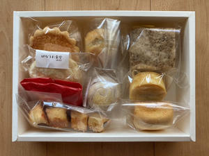 年始は中華菓子とお茶と切り紙と -