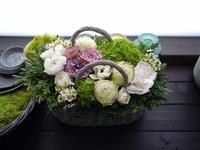 亡くなったワンちゃんにアレンジメント。東2丁目にお届け。2021/01/09。 - 札幌 花屋 meLL flowers