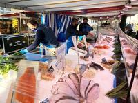 パリのマルシェの魚屋さん - keiko's paris journal                                                        <パリ通信 - KSL>