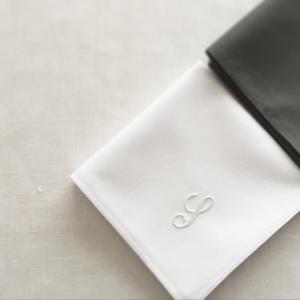 イニシャル刺繍のハンカチ - 小さな刺繍教室   ito_ne(イトノネ)フランス刺繍・ウール刺繍