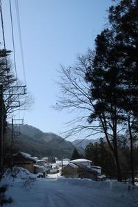 炬燵、蜜柑じゃ運動不足 - 福島県南会津での山暮らしと制作