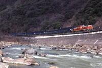 碧の武庫川に赤い機関車と青い客車- 1983年・福知山線 - - ねこの撮った汽車
