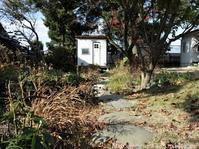 2021年の庭しごとはマルチング作業から - シンプルで心地いい暮らし