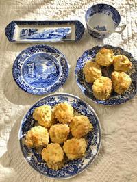 イギリス食器とスコーン - ひとやすみ。
