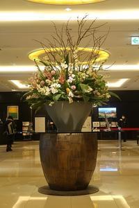 札幌グランドホテルロビーの生け花 - ワイン好きの料理おたく 雑記帳
