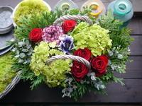 お誕生日のアレンジメント。「赤バラメインのシックな感じ」。2021/01/11。 - 札幌 花屋 meLL flowers