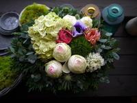 退職される方へアレンジメント。「モダン、シンプル、シック等」。北13条にお届け。2021/01/17。 - 札幌 花屋 meLL flowers