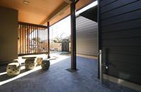 3世帯が住まうための増築 - Nazuna Design Office