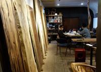 木材倉庫で現物確認見る、触る、感じ取る、出逢い - SOLiD「無垢材セレクトカタログ」/ 材木店・製材所 新発田屋(シバタヤ)