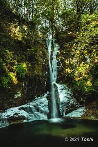 寒さが足りない投石の滝 - toshi の ならはまほろば