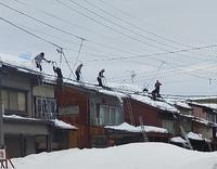 20210123 【豪雪】朝から一斉雪下ろし始まる - 杉本敏宏のつれづれなるままに