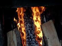 ひたすら薪を焚き、蛇の舌を確認して窯口を閉じる - 大屋地爵士のJAZZYな生活
