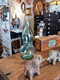 小瓶の正体 - CELESTE アクセサリーと古道具