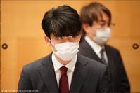 竜王就位式、藤井聡太2冠のベストショット - 一歩一歩!振り返れば、人生はらせん階段