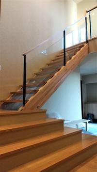 ガラスの階段手摺 - オーダー家具の現場レポート