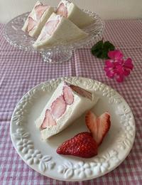 いちごサンドdeカフェ気分♡ - パンのちケーキ時々わんこ