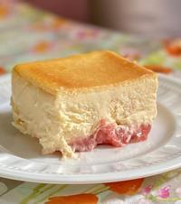 HOLICのストロベリーチーズケーキ - めでこのゴハンノオト