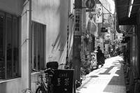 南京町への裏通り - ON THE CORNER