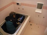 タイル張り浴室リフォーム~浴室の解体から開始です。 - 市原市リフォーム店の社長日記・・・日日是好日