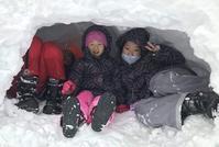 雪と遊ぶ子ども達 - 日本の心(団塊の世代)