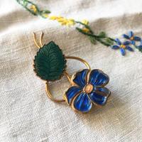 青い花のヴィンテージブローチ - vintage & antique スワロー商會