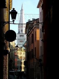 遠くにモデナの鐘楼 (La Ghirlandèina) - エミリアからの便り