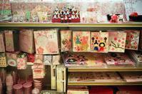 百均のミニ雛壇と恒例読書会 - 照片画廊