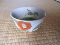 椿の茶碗に茶を点てて - 花の自由旋律