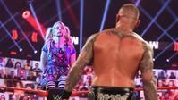 アレクサ・ブリスもストーカー被害に遭っている? - WWE Live Headlines