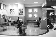 フルーツケーキファクトリーのイートインコーナー - 照片画廊