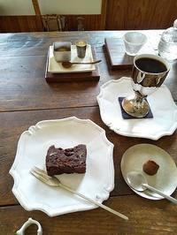 大好きなカフェ「bambino」さんへ - キッチンで猫と・・・
