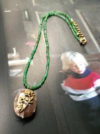 No.40モザイクシェルとクリソプレーズ のペンダント - Mistletoe