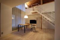 ダイニングテーブル搬入/土手下の住宅/倉敷 - 建築事務所は日々考える