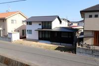 施主床塗装/土手下の住宅/倉敷 - 建築事務所は日々考える