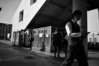 駅南ですれ違う風景20210212 - Yoshi-A の写真の楽しみ
