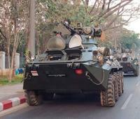 戦車、装甲車が - モルゲンロート