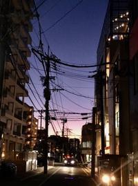 夕暮れ電線 2 - 設計通信2 / 気になるカメラ、気まぐれカメラ