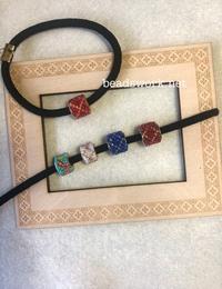 プラナカンビーズ刺繍小さなアクセサリー - プラナカンビーズ刺繍  ビーズワークと旅