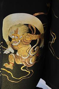 コロナも吹き飛ばす風神雷神の黒留袖 - それいゆのおしゃれ着物スタイル