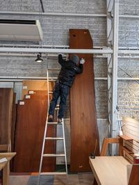 迫力!チークの一枚板! - 福岡の無垢家具・オーダー家具・木の椅子専門店 ユーハウス・イングの日記